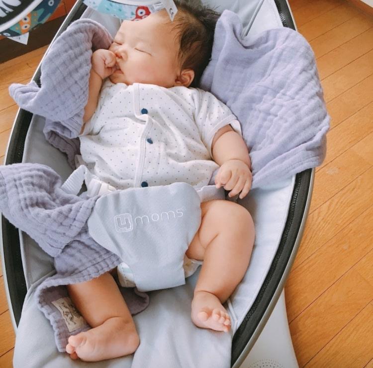 中古のママルーで寝る息子